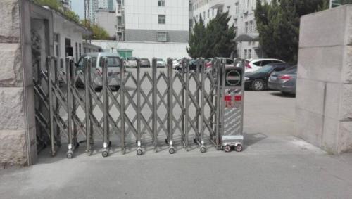 不锈钢伸缩门生锈的原因分析及电动伸缩门的维护技巧