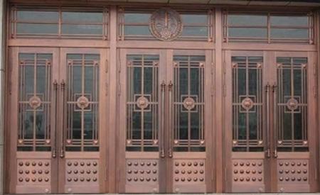 仿铜门的安装