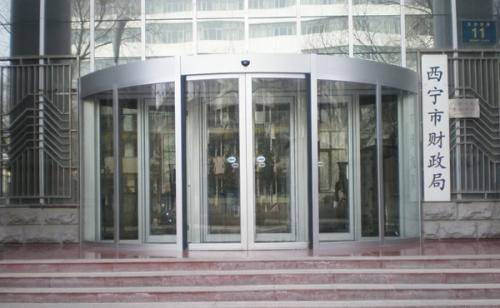 自动弧形门